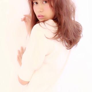 ミディアム フェミニン おフェロ ガーリー ヘアスタイルや髪型の写真・画像