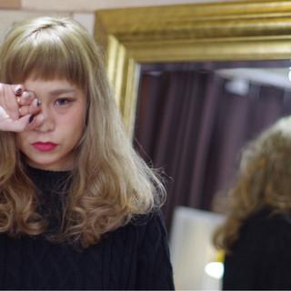 セミロング パーマ ワイドバング ウェーブ ヘアスタイルや髪型の写真・画像