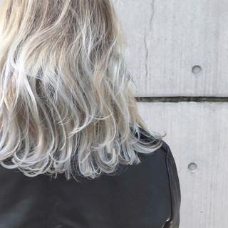 ヘアカラー パーマ ダブルカラー ストリート ヘアスタイルや髪型の写真・画像