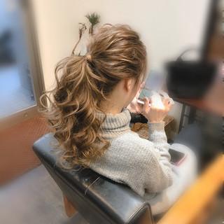ヘアアレンジ セミロング フェミニン ブライダル ヘアスタイルや髪型の写真・画像