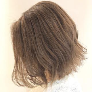 ミディアム ストリート イルミナカラー 切りっぱなしボブ ヘアスタイルや髪型の写真・画像