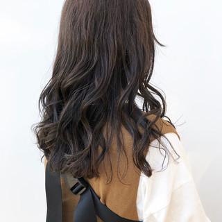 外巻きパーマ ナチュラル カーキ デジタルパーマ ヘアスタイルや髪型の写真・画像