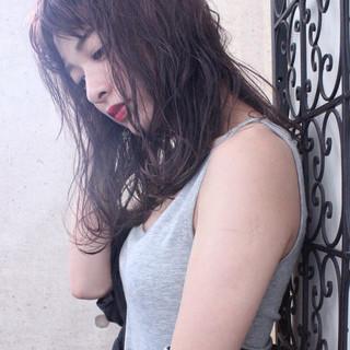ニュアンス レッド ピンク 秋 ヘアスタイルや髪型の写真・画像