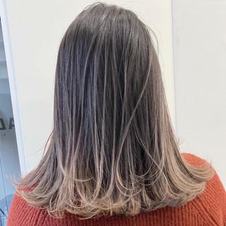 グラデーションカラー アッシュベージュ エレガント バレイヤージュ ヘアスタイルや髪型の写真・画像
