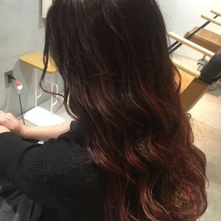 レッド グラデーションカラー ゆるふわ ロング ヘアスタイルや髪型の写真・画像