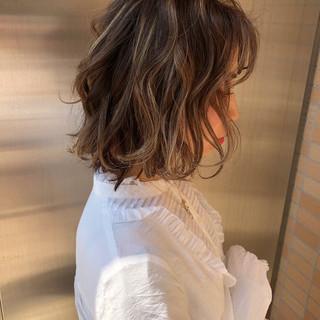 ボブ ハイライト 透明感カラー フェミニン ヘアスタイルや髪型の写真・画像