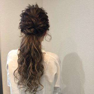 ねじり ローポニー ポニーテール ヘアアレンジ ヘアスタイルや髪型の写真・画像