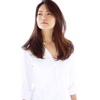レイヤーカット ナチュラル ロング 大人女子 ヘアスタイルや髪型の写真・画像
