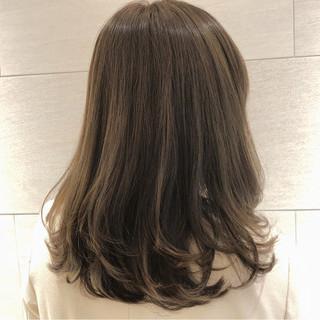 ショート アッシュベージュ オフィス ボブ ヘアスタイルや髪型の写真・画像