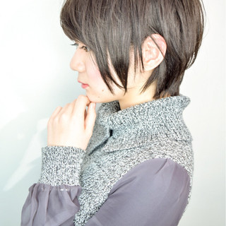 イルミナカラー 耳かけ ショート バレンタイン ヘアスタイルや髪型の写真・画像