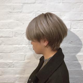 ミルクティーグレー ショート ガーリー ミルクティーベージュ ヘアスタイルや髪型の写真・画像
