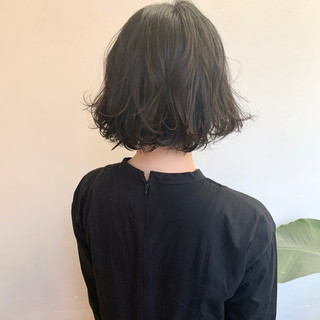 ゆるふわパーマ パーマ 切りっぱなしボブ フェミニン ヘアスタイルや髪型の写真・画像