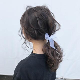 ヘアアレンジ セミロング ナチュラル ローポニーテール ヘアスタイルや髪型の写真・画像 ヘアスタイルや髪型の写真・画像