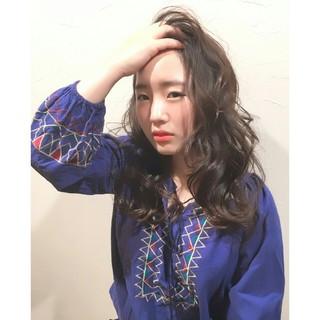 外国人風 暗髪 大人かわいい ナチュラル ヘアスタイルや髪型の写真・画像