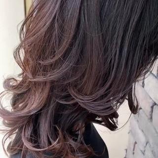 ニュアンスウルフ グレージュ ミディアム フェミニンウルフ ヘアスタイルや髪型の写真・画像