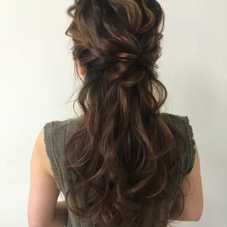 外国人風 ロング 大人かわいい ハーフアップ ヘアスタイルや髪型の写真・画像 ヘアスタイルや髪型の写真・画像