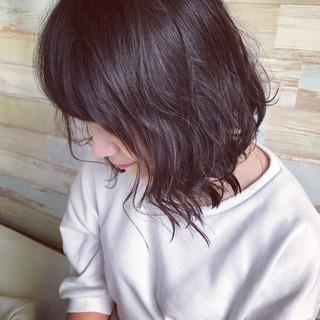 ウェットヘア 切りっぱなし ルーズ ウェーブ ヘアスタイルや髪型の写真・画像