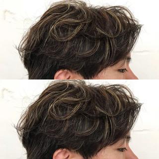 アッシュブラウン ショート ローライト ハイトーン ヘアスタイルや髪型の写真・画像