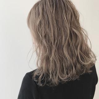 イルミナカラー デザインカラー ミディアム 外ハネボブ ヘアスタイルや髪型の写真・画像
