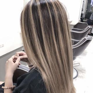 グレージュ コントラストハイライト バレイヤージュ 外国人風カラー ヘアスタイルや髪型の写真・画像