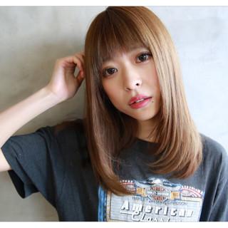 外国人風 ベージュ 前髪あり ストレート ヘアスタイルや髪型の写真・画像