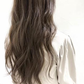 ガーリー グレージュ ミルクティーグレージュ ミルクグレージュ ヘアスタイルや髪型の写真・画像