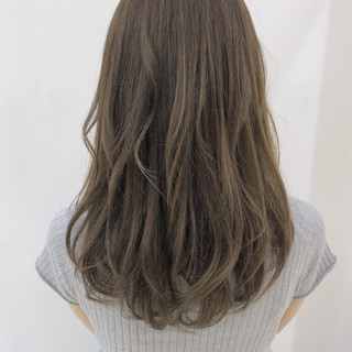 グレージュ エフォートレス フェミニン 透明感 ヘアスタイルや髪型の写真・画像