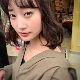 小顔 レイヤーカット ミディアム 透明感カラー ヘアスタイルや髪型の写真・画像