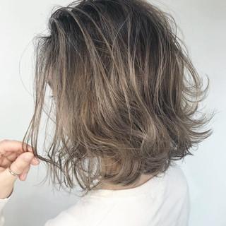 ミルクティーベージュ ヘアカラー 外国人風カラー ブリーチカラー ヘアスタイルや髪型の写真・画像