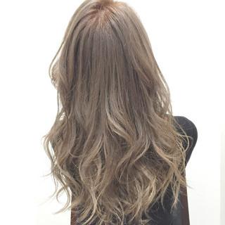 外国人風カラー アッシュグレー セミロング ストリート ヘアスタイルや髪型の写真・画像
