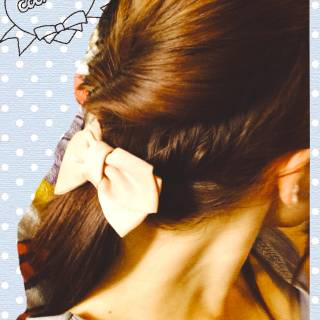 ねじり ポニーテール セミロング 簡単ヘアアレンジ ヘアスタイルや髪型の写真・画像