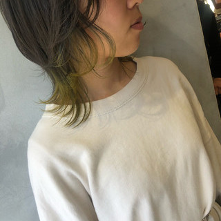 インナーカラー ショート ニュアンスウルフ ウルフカット ヘアスタイルや髪型の写真・画像