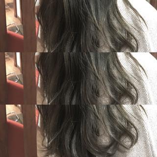 くせ毛風 イルミナカラー アッシュ 外国人風 ヘアスタイルや髪型の写真・画像