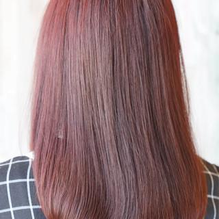 ピンク レッド ストリート 秋 ヘアスタイルや髪型の写真・画像