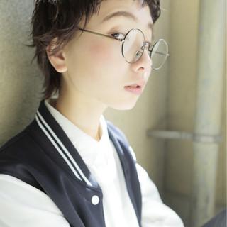外国人風 黒髪 ショート 前髪あり ヘアスタイルや髪型の写真・画像