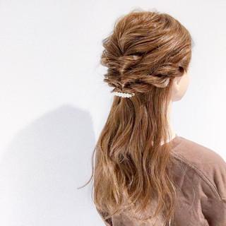簡単ヘアアレンジ デート セミロング アウトドア ヘアスタイルや髪型の写真・画像