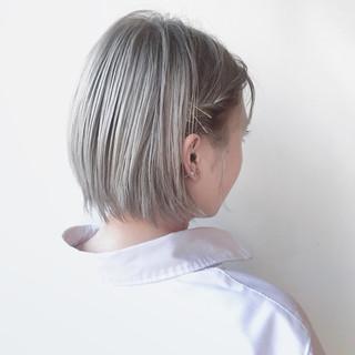ブリーチオンカラー ショート ダブルカラー ホワイトカラー ヘアスタイルや髪型の写真・画像