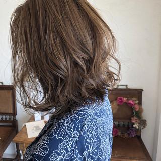 ボブ グレージュ ハイライト オフィス ヘアスタイルや髪型の写真・画像