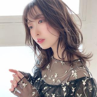 レイヤーカット ミディアム シアーベージュ シースルーバング ヘアスタイルや髪型の写真・画像