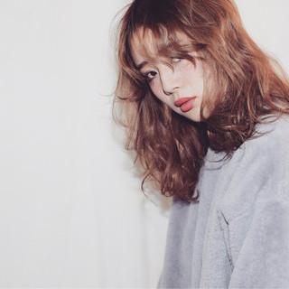 フェミニン セミロング パーマ 色気 ヘアスタイルや髪型の写真・画像