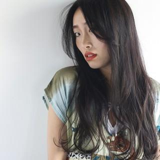 ロング ゆるふわ 外国人風 黒髪 ヘアスタイルや髪型の写真・画像