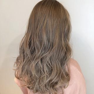 ミルクティーベージュ アッシュグレージュ エレガント クリーミーカラー ヘアスタイルや髪型の写真・画像