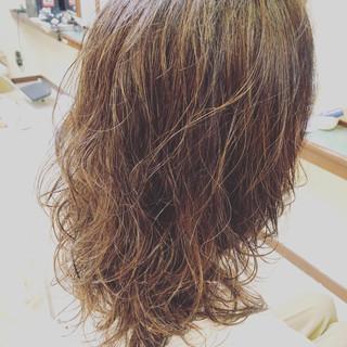 透明感 ウェットヘア デート ウェーブ ヘアスタイルや髪型の写真・画像