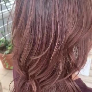 グラデーションカラー ピンクベージュ ハイライト 外国人風 ヘアスタイルや髪型の写真・画像