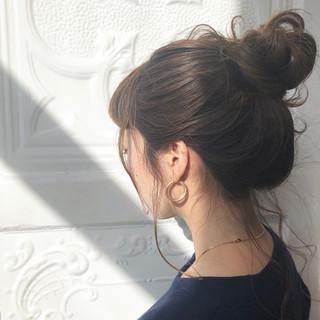 アウトドア 簡単ヘアアレンジ デート ナチュラル ヘアスタイルや髪型の写真・画像