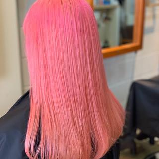 ピンク ブリーチカラー フェミニン コーラル ヘアスタイルや髪型の写真・画像