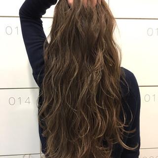 外国人風 グレージュ アッシュ ハイライト ヘアスタイルや髪型の写真・画像
