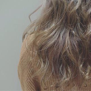 春 ハイライト 3Dカラー ロング ヘアスタイルや髪型の写真・画像