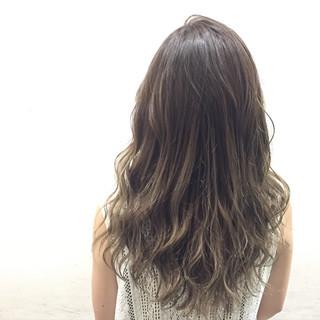 ガーリー アッシュグレー セミロング 外国人風 ヘアスタイルや髪型の写真・画像