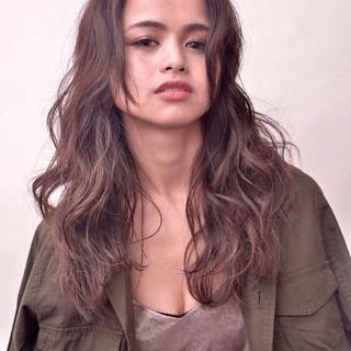 ロング 暗髪 フェミニン ゆるふわ ヘアスタイルや髪型の写真・画像